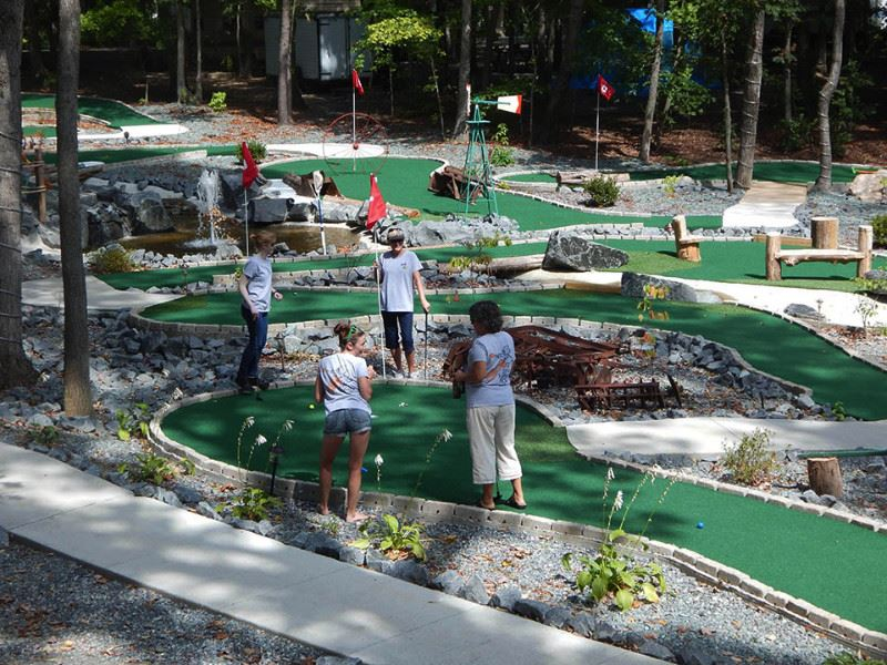 Small Country Mini-golf